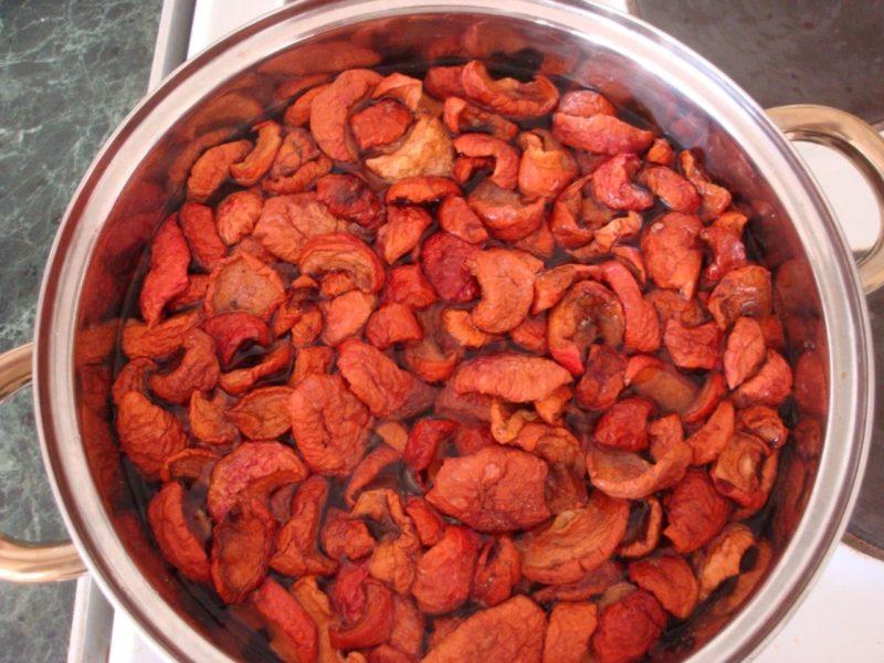 как приготовить компот из сушеных яблок
