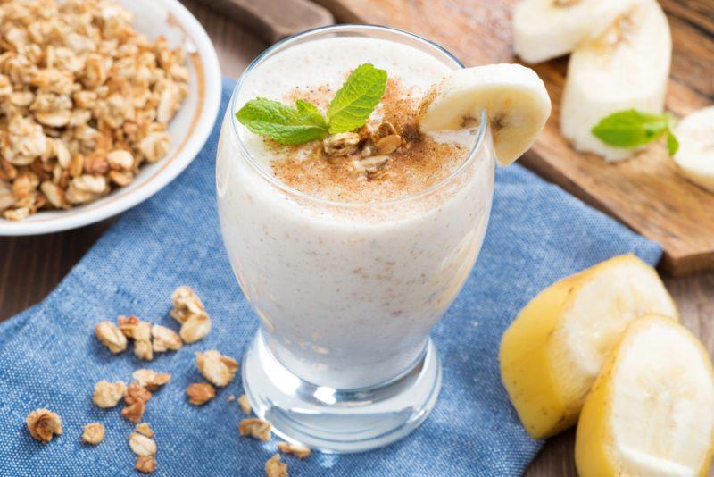 -молочный-коктейль-с-бананом-800x534 Молочный коктейль с бананом в блендере